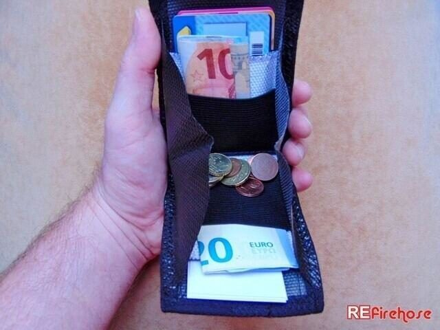 Versatile wallet for folded banknotes small changes and ID or credit cards